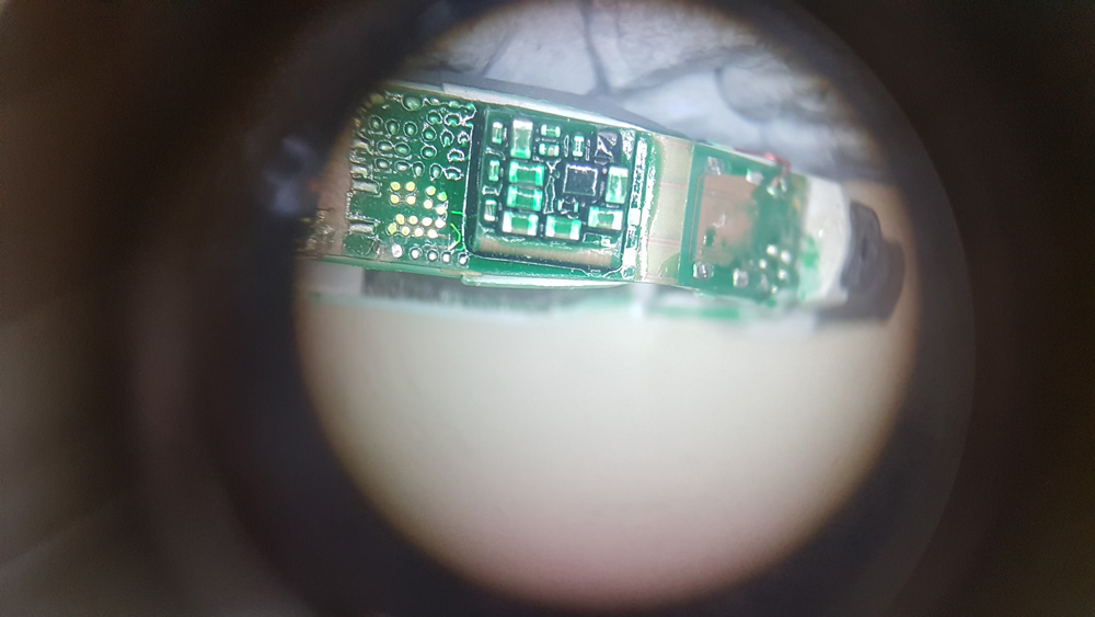 نمای میکروسکوپی مدار سمعک
